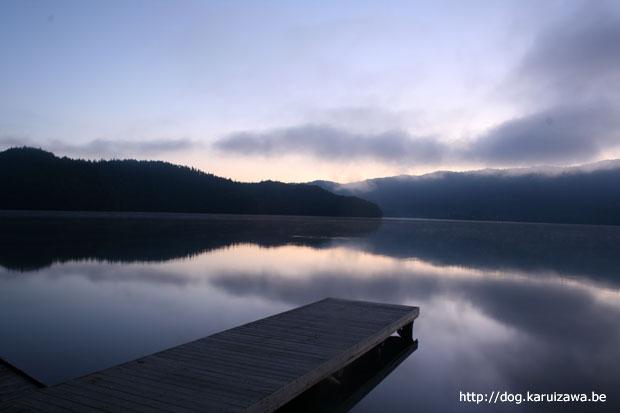夜明け前の青木湖