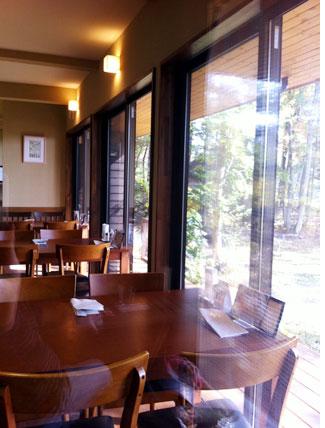 西軽井沢のカフェ、キャラン店内